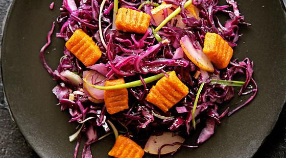 Rotkohlsalat mit Kürbisgnocchi