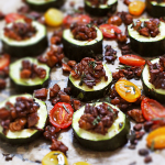 Zucchini mit Tempeh-Pilz-Füllung