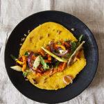 Kichererbsen-Pfannkuchen mit Ofengemüse